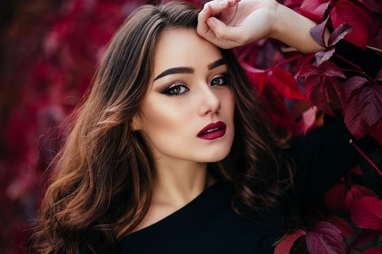 Why should women wear makeupv