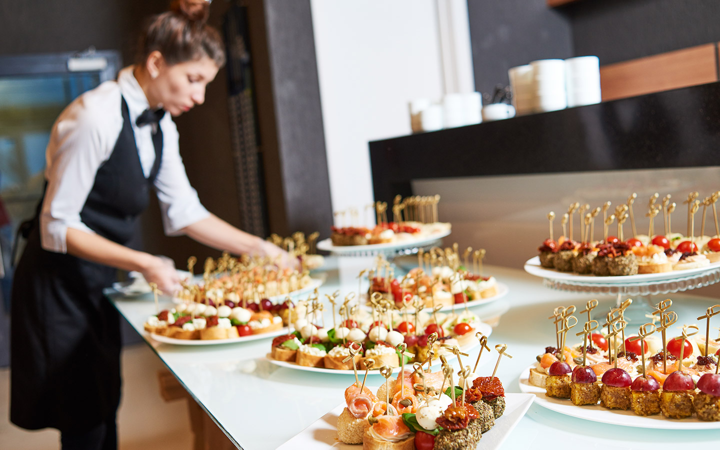 Questions to ask before hiring corporate catering services